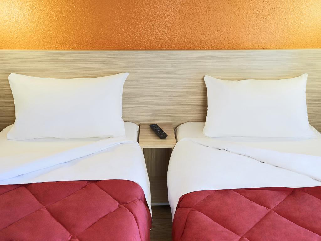 Hotel Premiere Classe Lille Sud - Seclin, France - Booking intérieur Piscine De Seclin