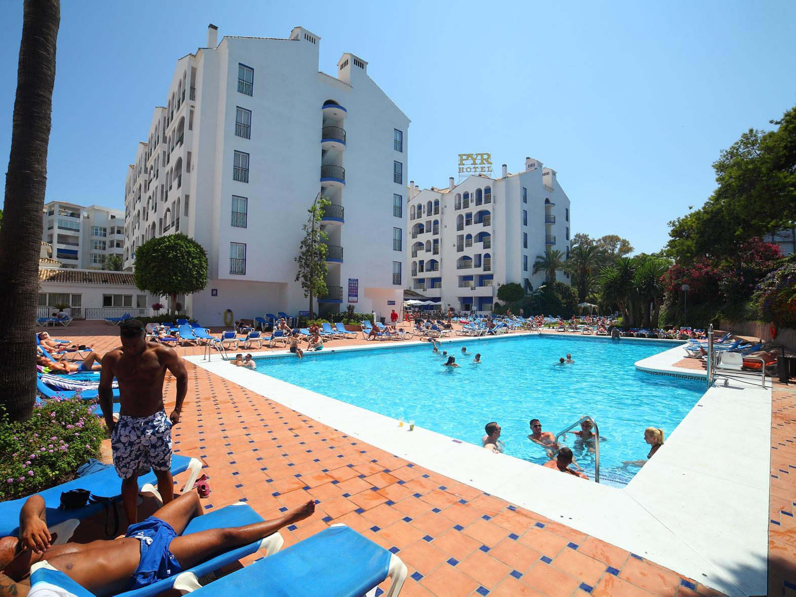Hotel Pyr Marbella Marbella İspanya - Agoda'dan En Uygun ... serapportantà Aloha Piscine