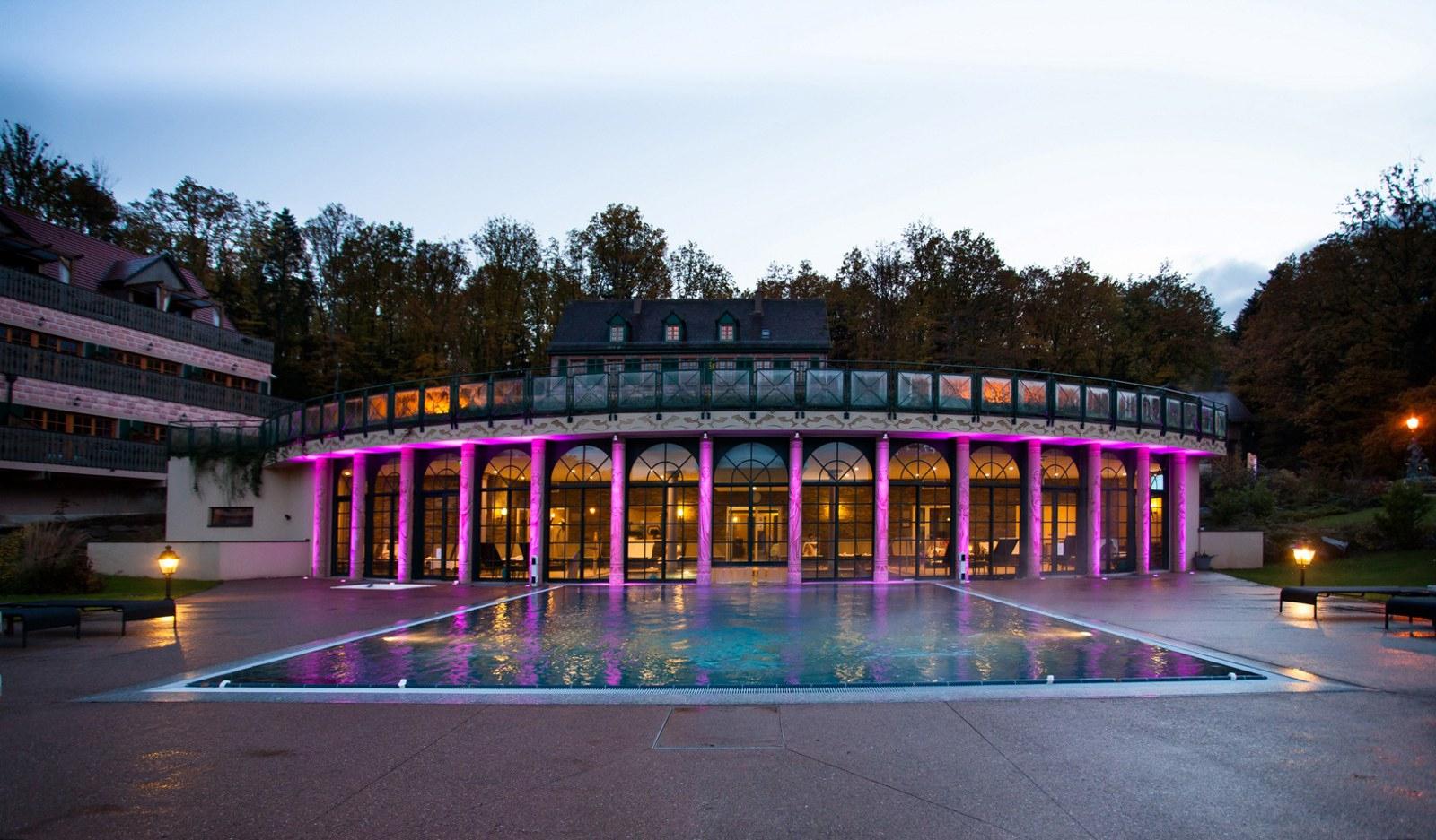 Hôtel & Spa Les Violettes encequiconcerne Piscine Guebwiller