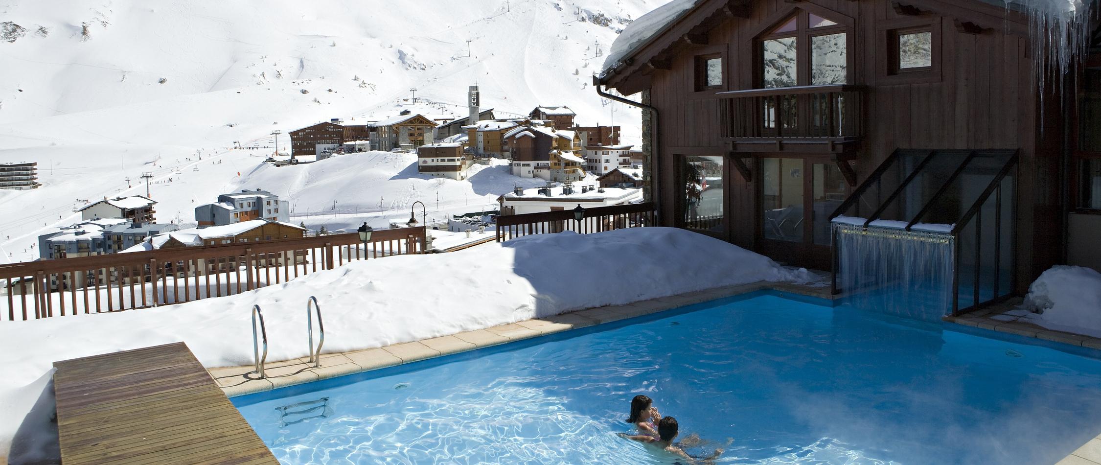 Hôtel Spa Tignes : Village Montana, Notre Hôtel Avec Piscine ... intérieur Piscine Tignes