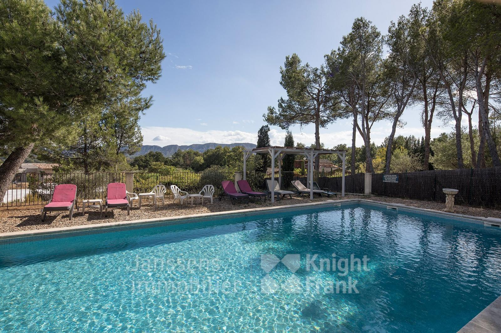 House With A View And Swimming Pool For Sale In Saint Rémy ... destiné Hotel Avec Piscine Ile De France