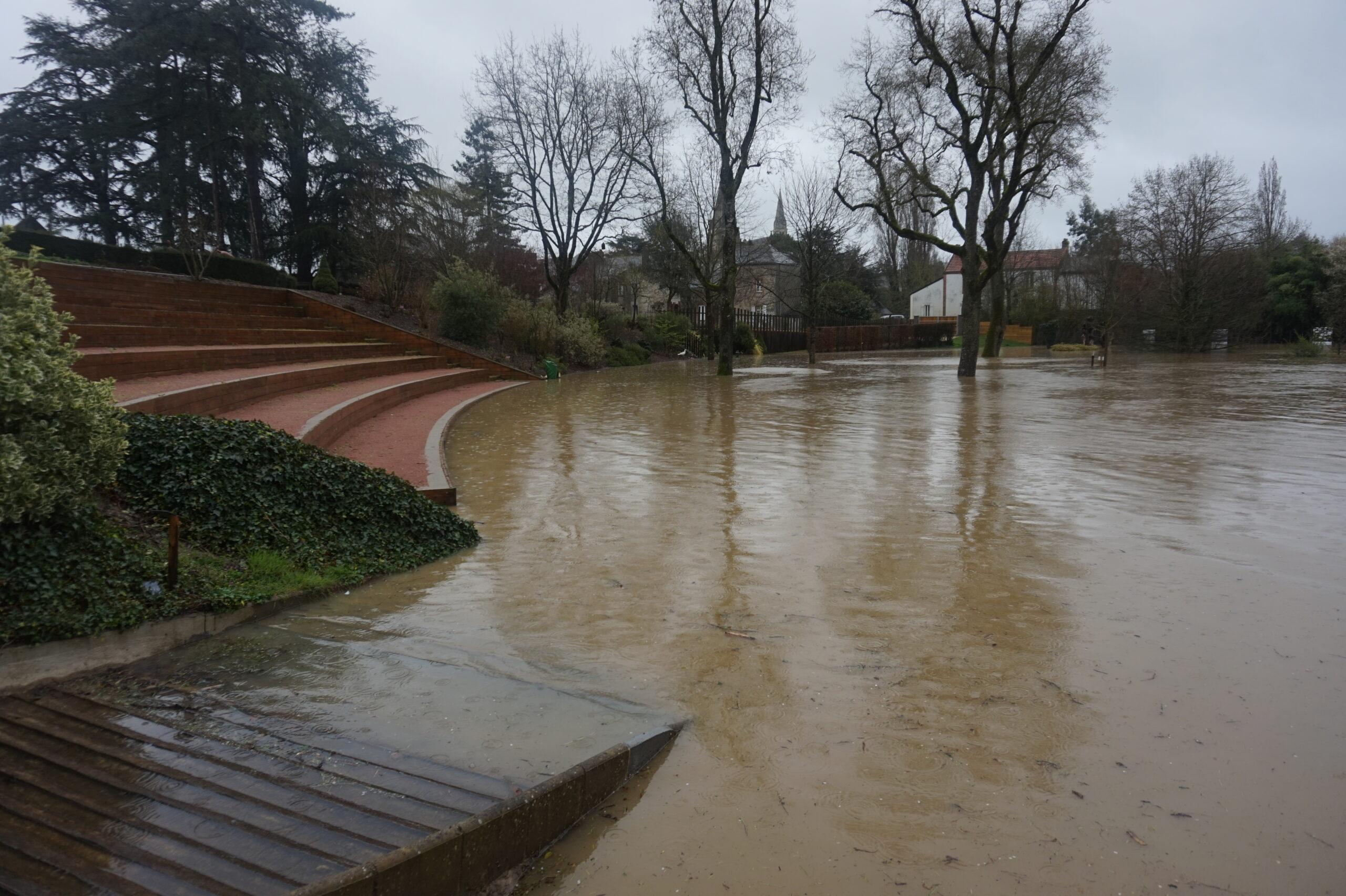 Inondations Suite Aux Fortes Pluies, Faîtes-Vous Connaître ... à Piscine De L Hyrôme