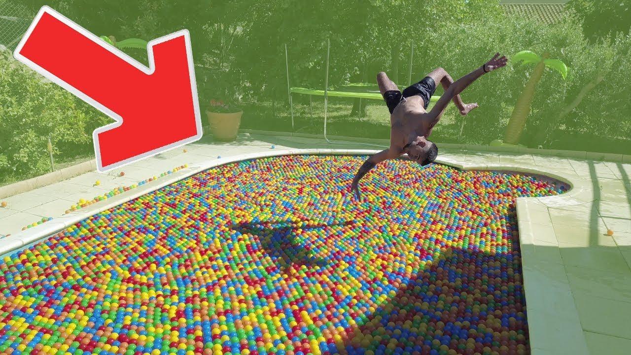 J'ai Rempli Ma Piscine De + De 12 000 Balles En Plastiques ! dedans Piscine A Balle Geante