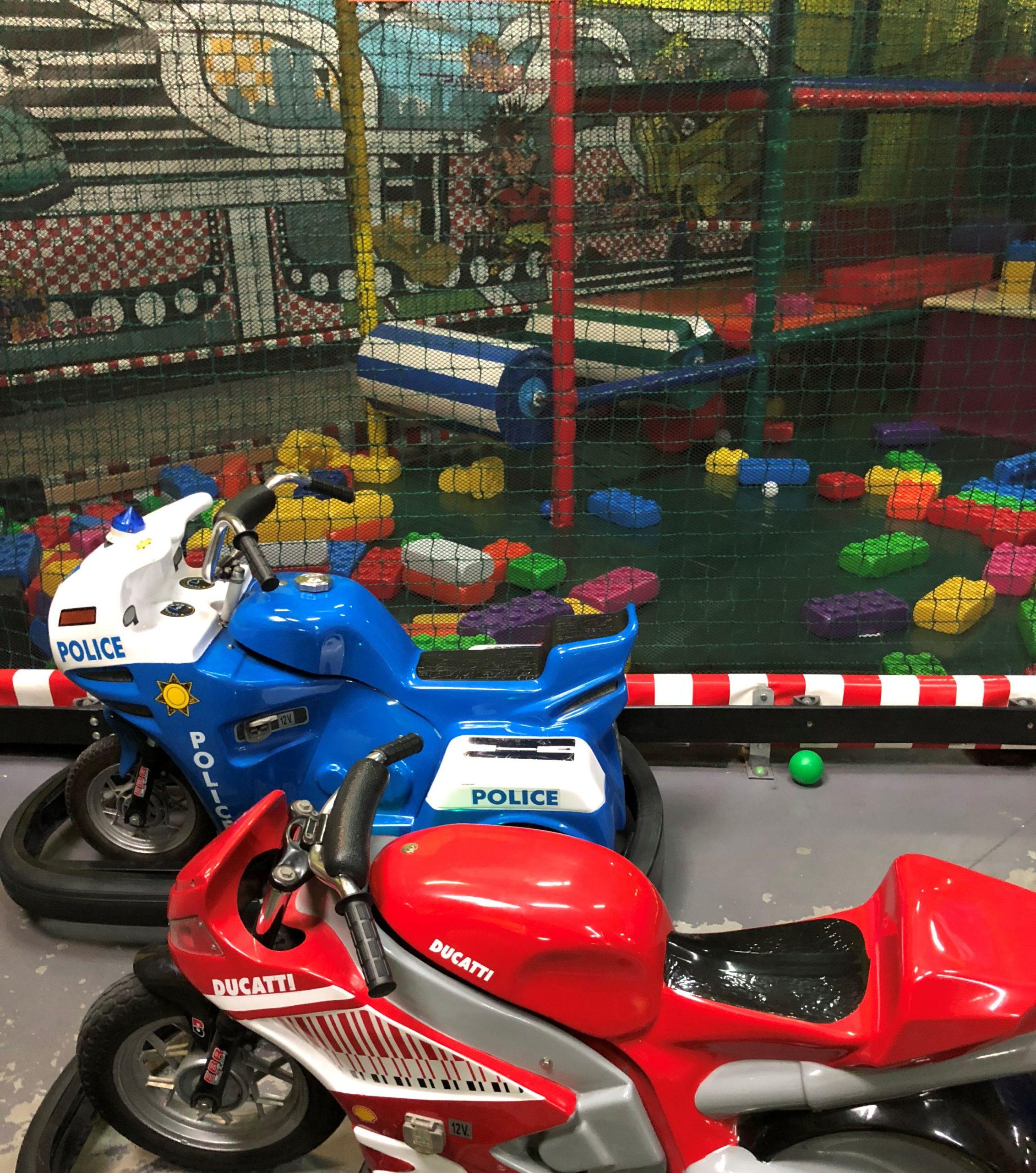 Jeux Interieurs Parc De Jeux Couvert Pour Enfants Lyon intérieur Piscine De Givors