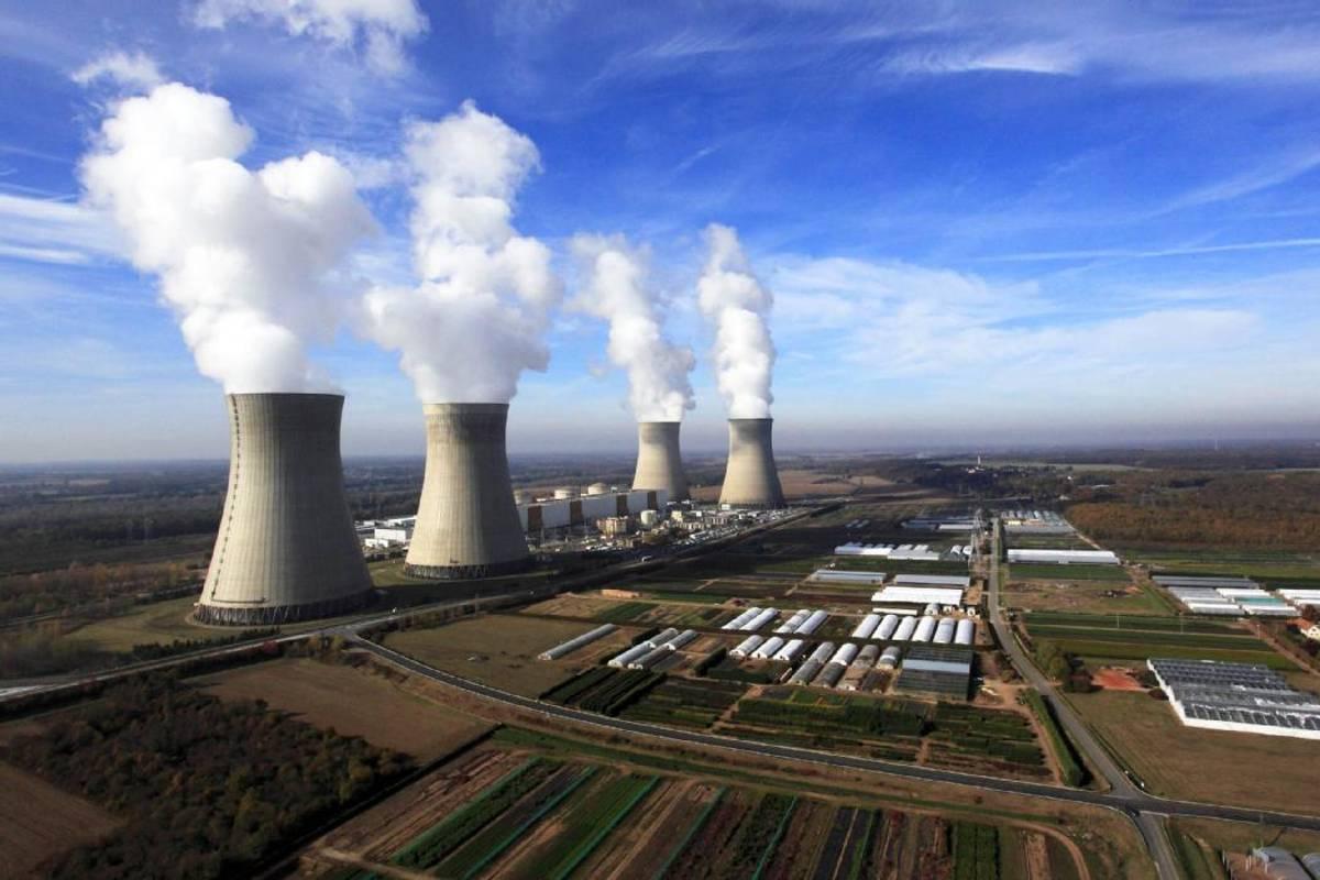 La Centrale Nucléaire De Belleville-Sur-Loire Reste Sous ... serapportantà Piscine De Dampierre En Burly