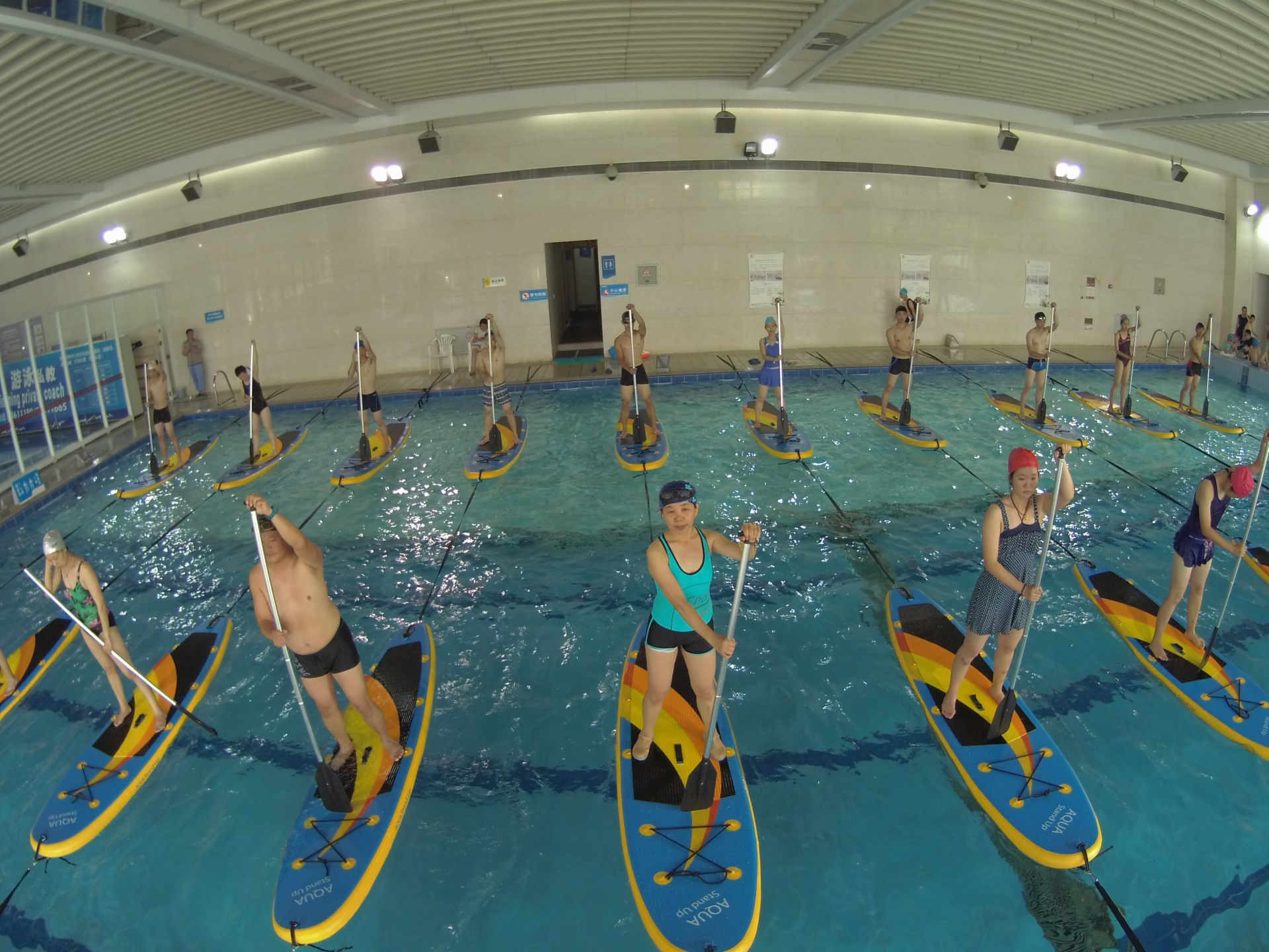 La Chine Découvre Le Stand-Up Paddle En Piscine ! destiné Piscine Chine