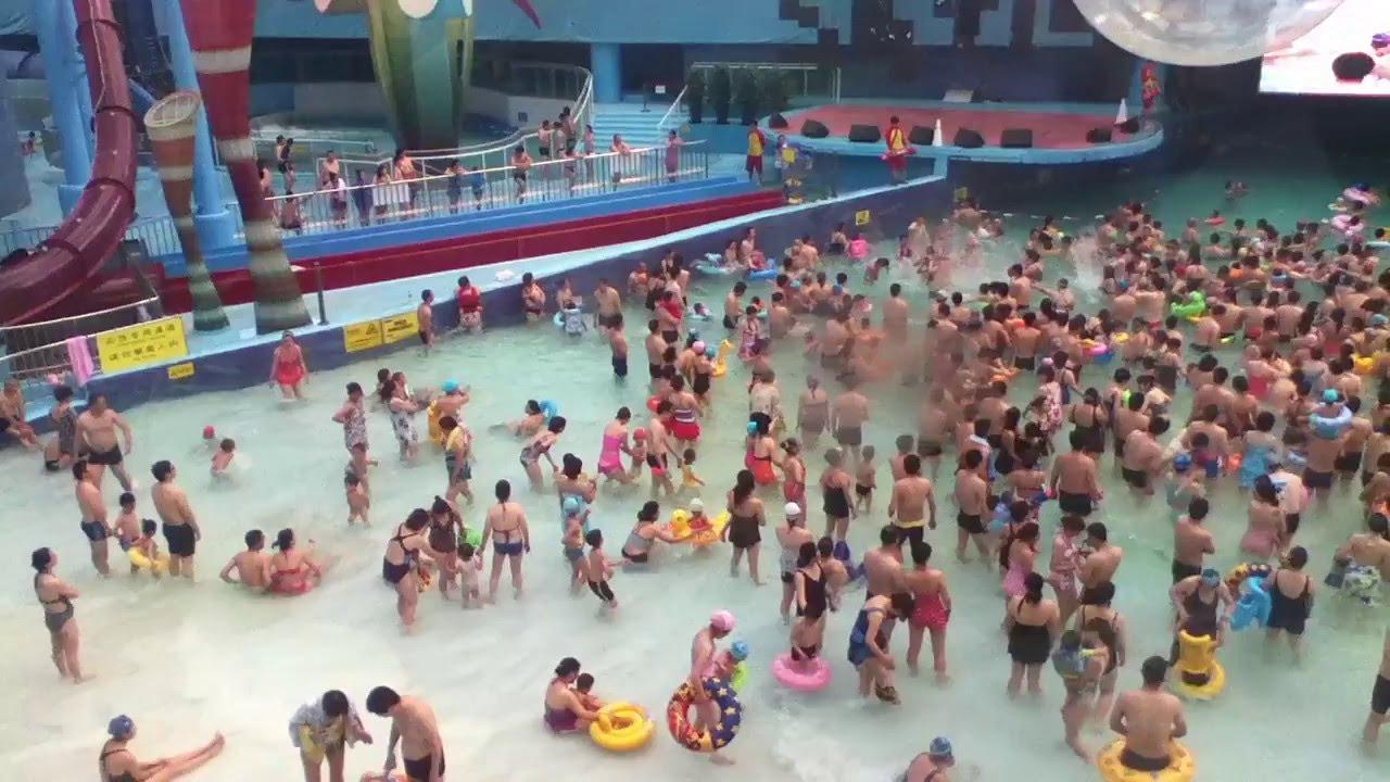 La Cube D'eau À Pékin - Il A Été Réaménagé En Piscine Géant Ou On Peut Se  Baigner En Famille. encequiconcerne Piscine Chine