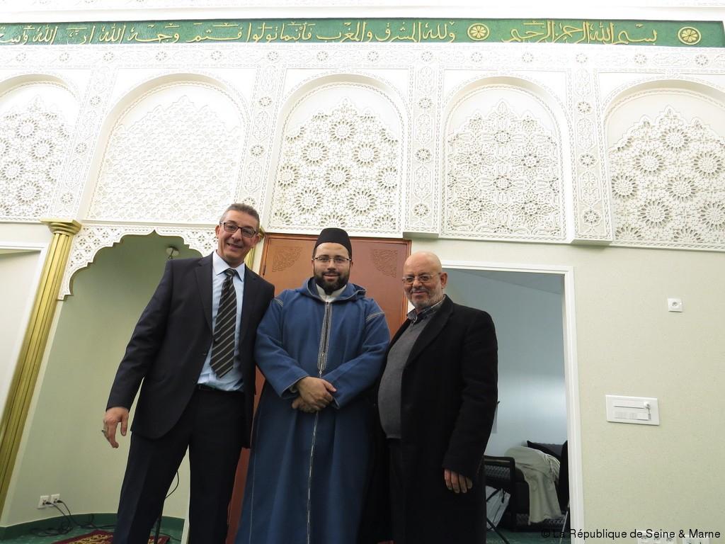 La Mosquée « Annour » Inaugurée | La République De Seine Et ... intérieur Piscine De Moissy Cramayel