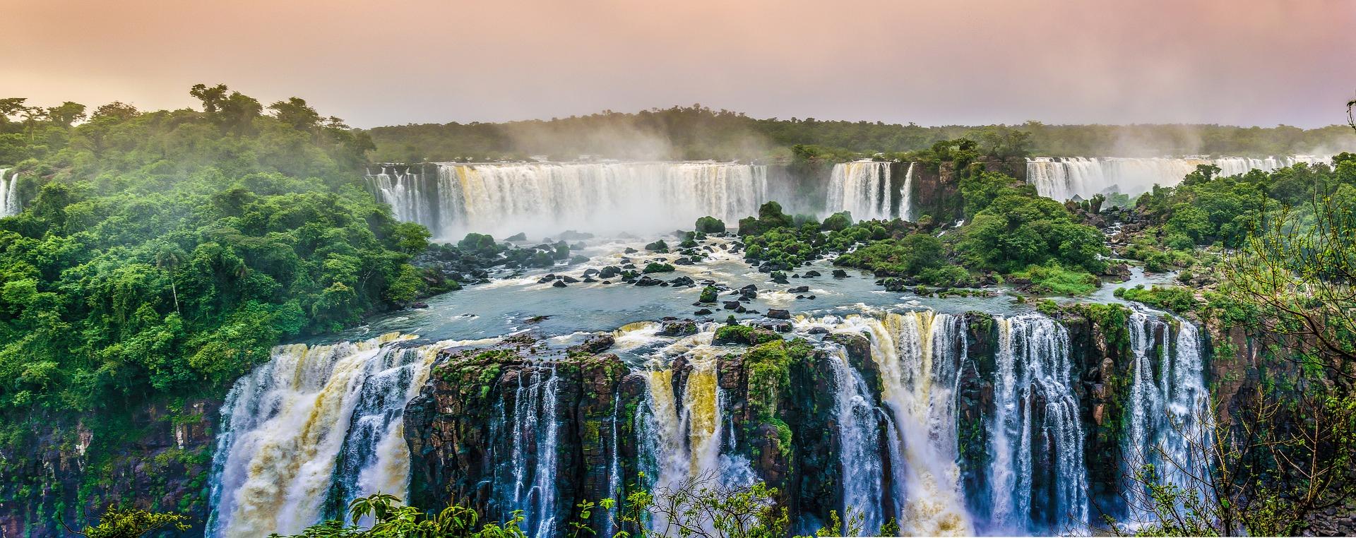 La Piscine La Plus Dangereuse Se Trouve Entre La Zambie Et ... intérieur Plus Grande Piscine Du Monde