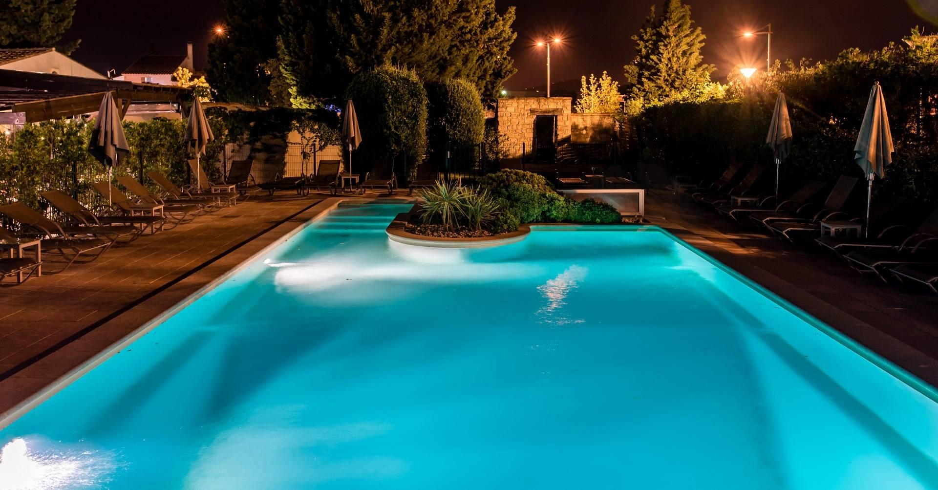 La Piscine Sous La Lune Et Les Etoiles - Avignon - La Strada intérieur Piscine Les Angles