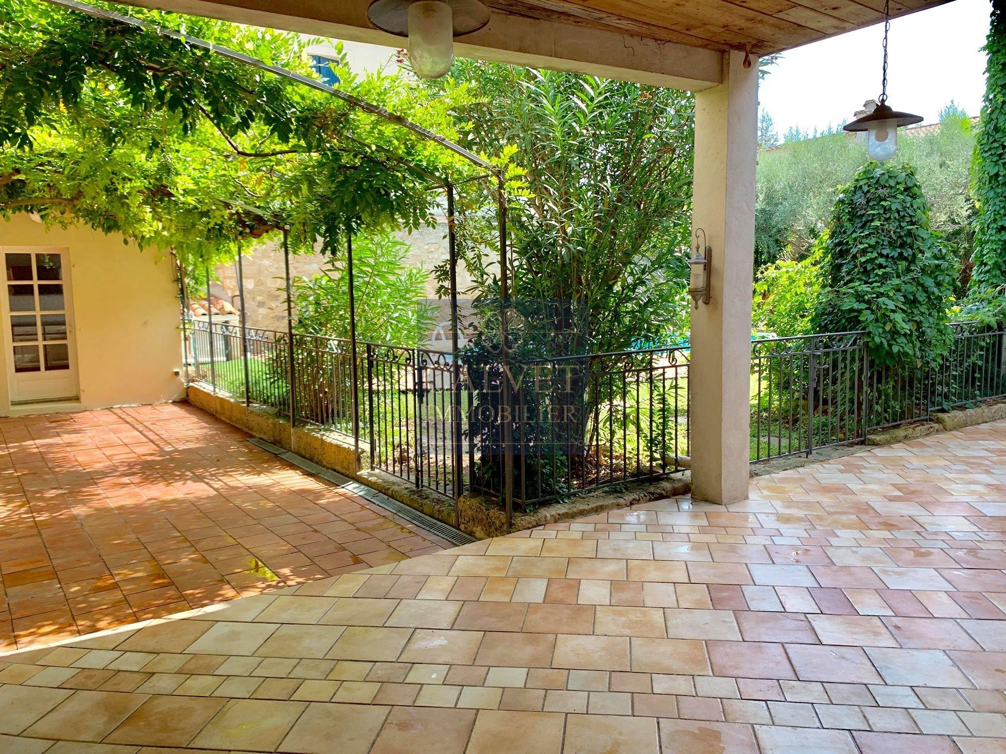 Lansargues Maison De Village De + De 300 M² Avec Garage Jardin Et Piscine destiné Piscine Lansargues