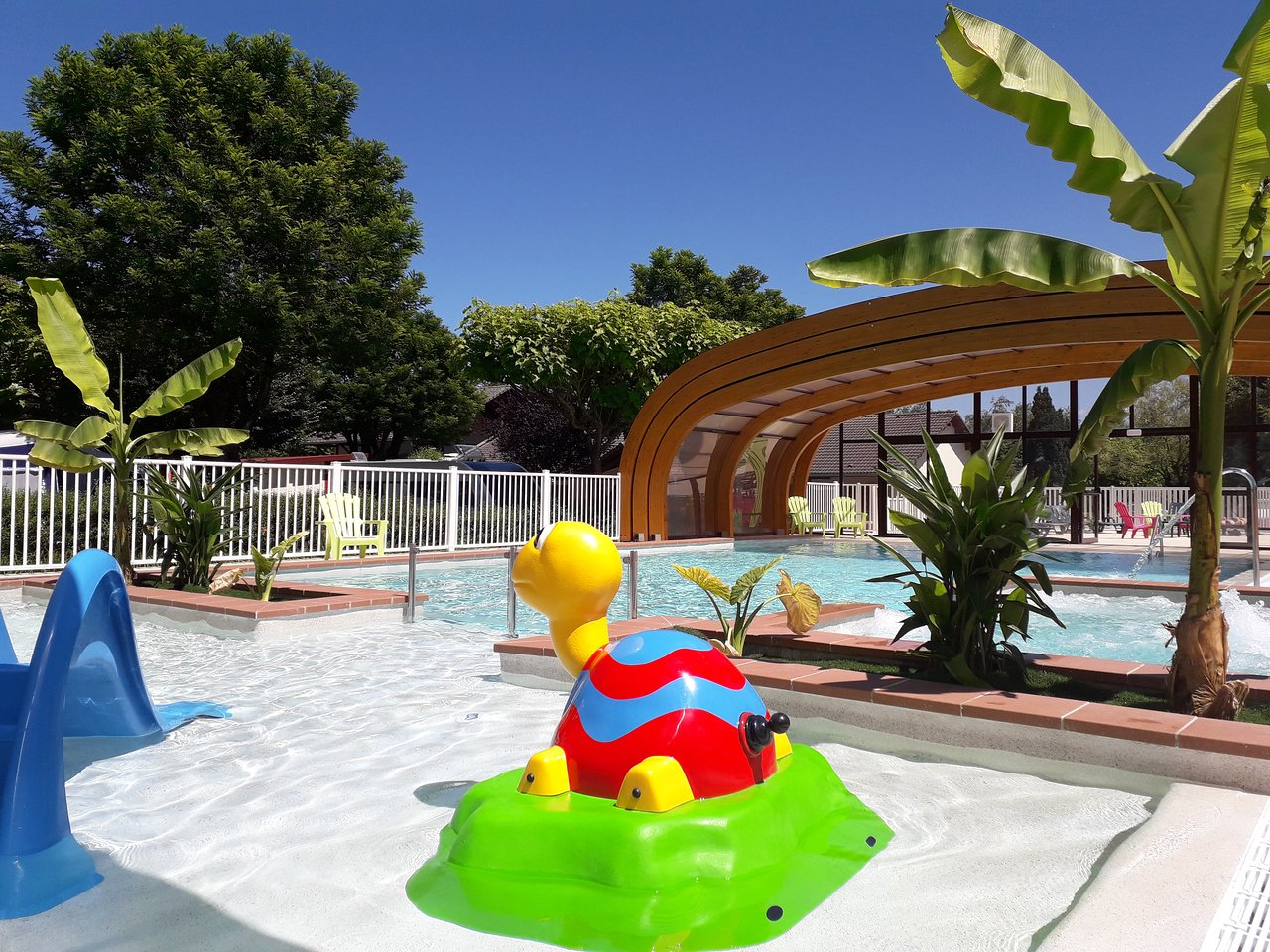 Le Coin Tranquille - Campground Reviews (Les Abrets, France ... intérieur Piscine Les Abrets