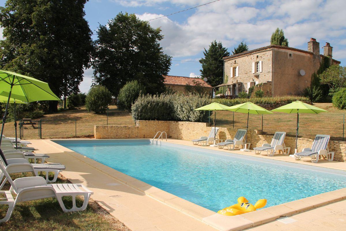 Le Peyroudal Location Pour 4 Pers Avec Piscine En Périgord Noir avec Location Dordogne Piscine