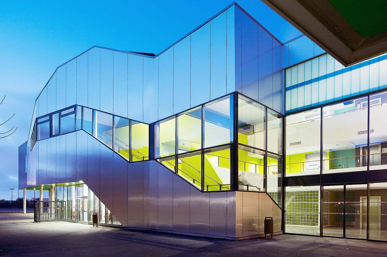 Leo Lagrange Grande Synthe / Jard Brychcy Architecture -  ... à Piscine Léo Lagrange Grande Synthe