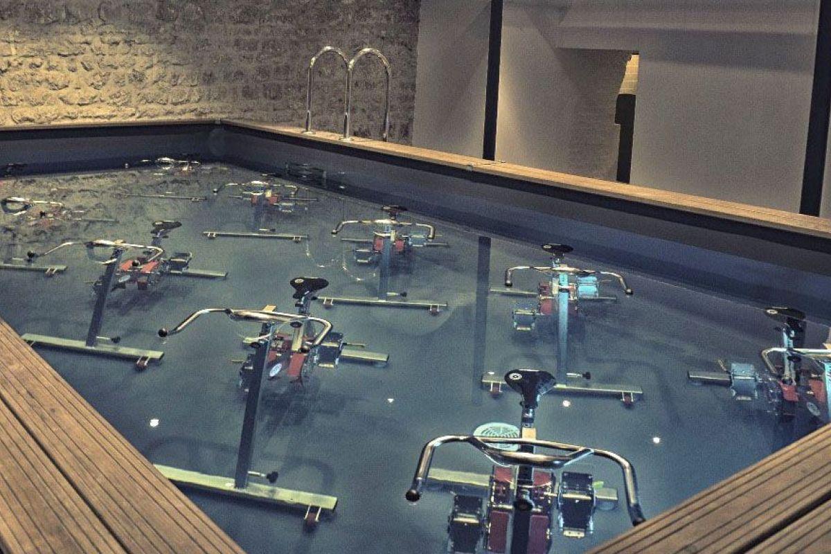 Les Accessoires, Chaussettes Et Chaussures D'aquabiking ... dedans Velo Piscine Decathlon