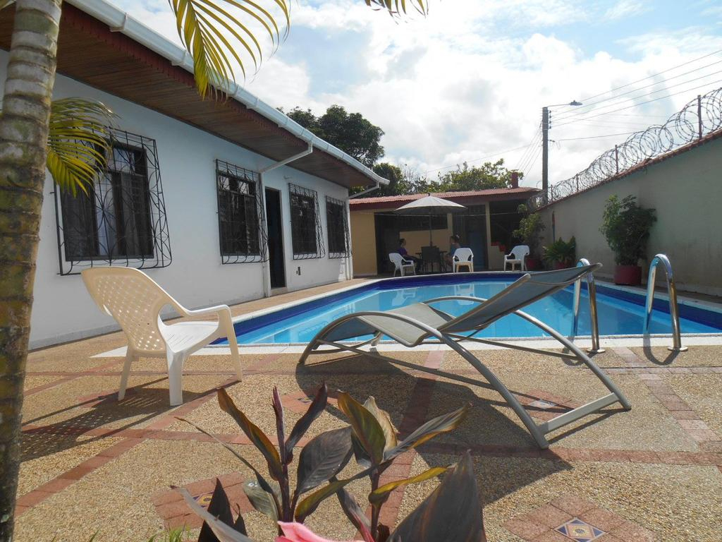 Leticias Guest House, Leticia – Tarifs 2020 encequiconcerne Piscine Petite Amazonie