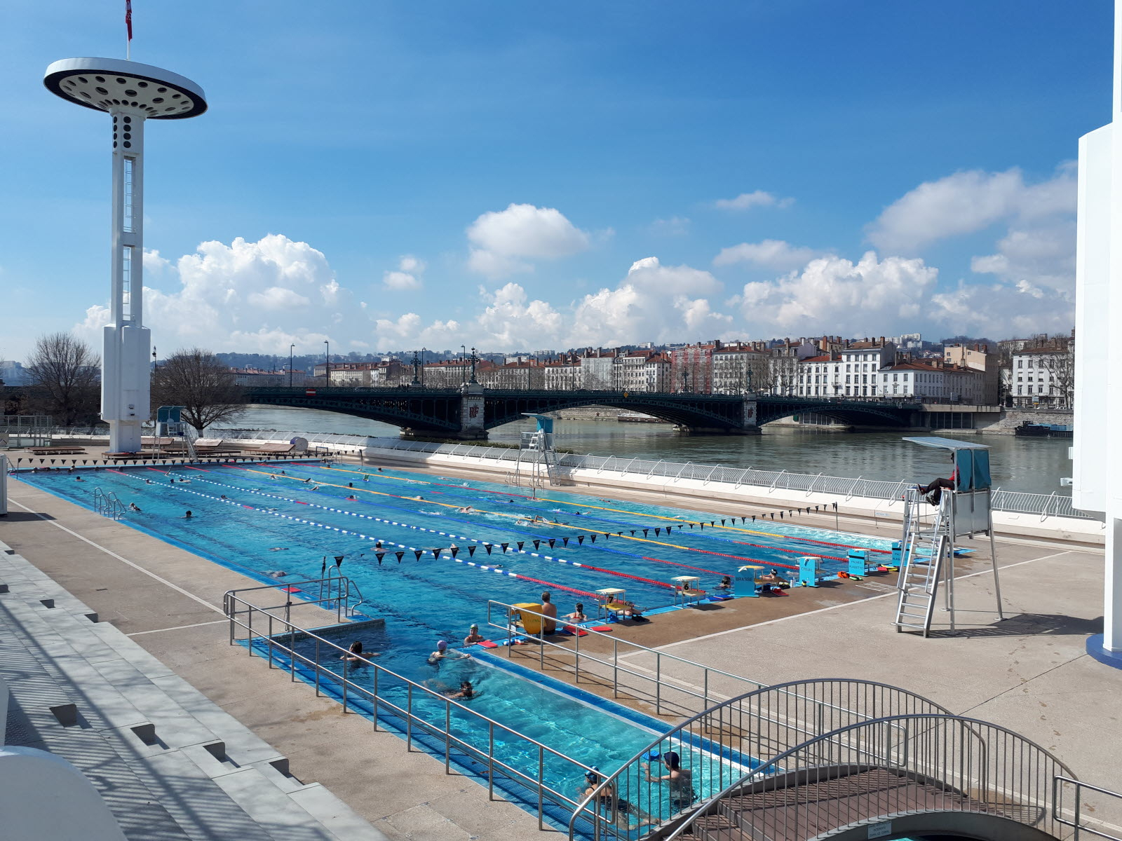 Lifestyle | Où Se Baigner Dans Le Rhône Cet Été ? serapportantà Piscine Tony Bertrand