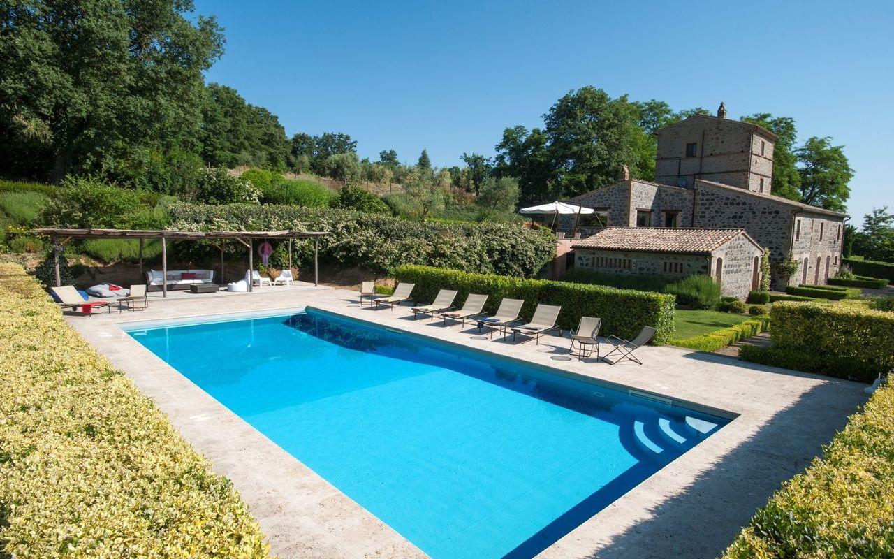 Location De Vacances À Porano | Casale Porano Avec 10 ... serapportantà Location Maison De Vacances Avec Piscine Privée