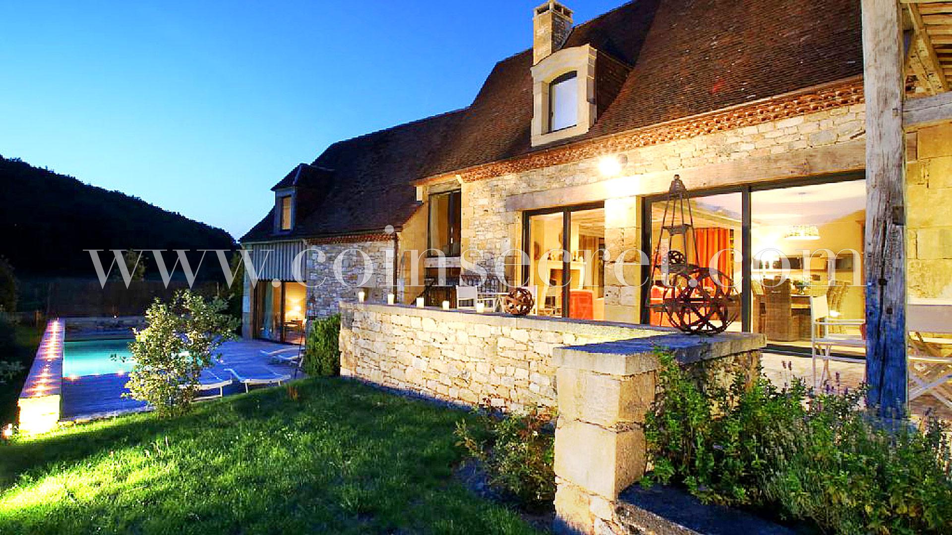 Location D'une Maison De Standing À St Amand De Coly | Coins ... à Piscine St Amand Les Eaux