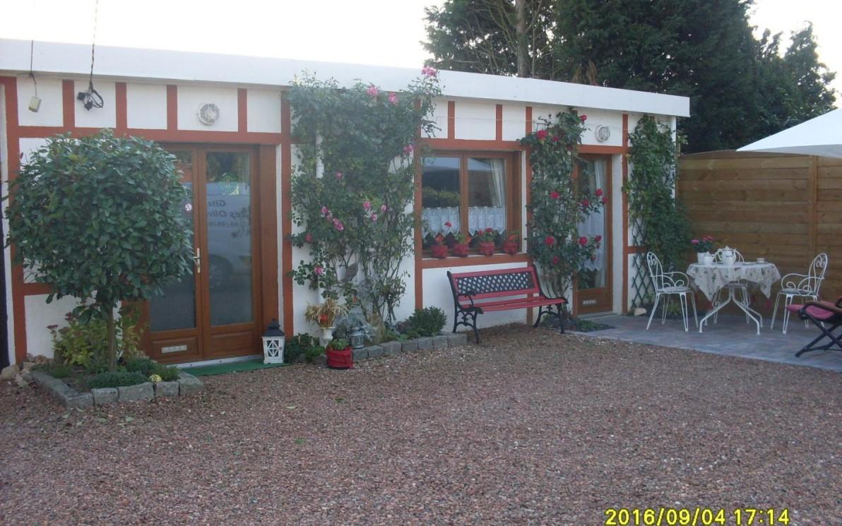 Location Gîte Les Oliviers Réf. 3844 À Saint-Saulve destiné Piscine St Saulve
