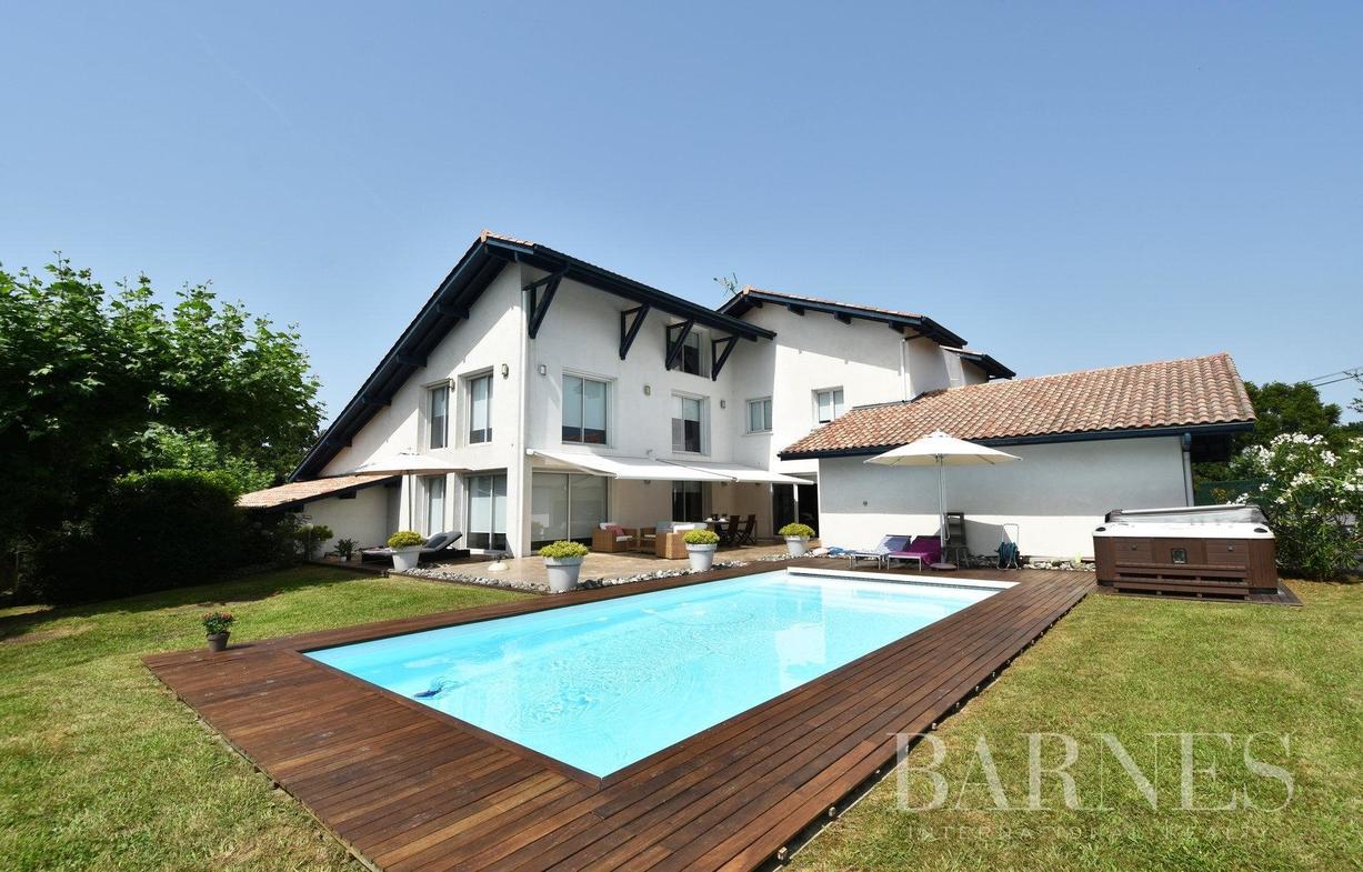 Location Saisonnière Maison De Luxe Urrugne | 4 640 € avec Location Maison Avec Piscine France