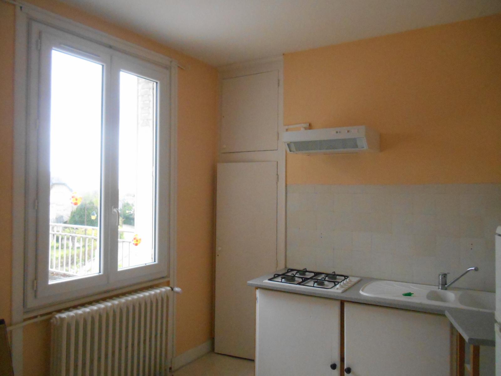 Location T1 - Egletons - Blayez Immobilier intérieur Piscine Egletons