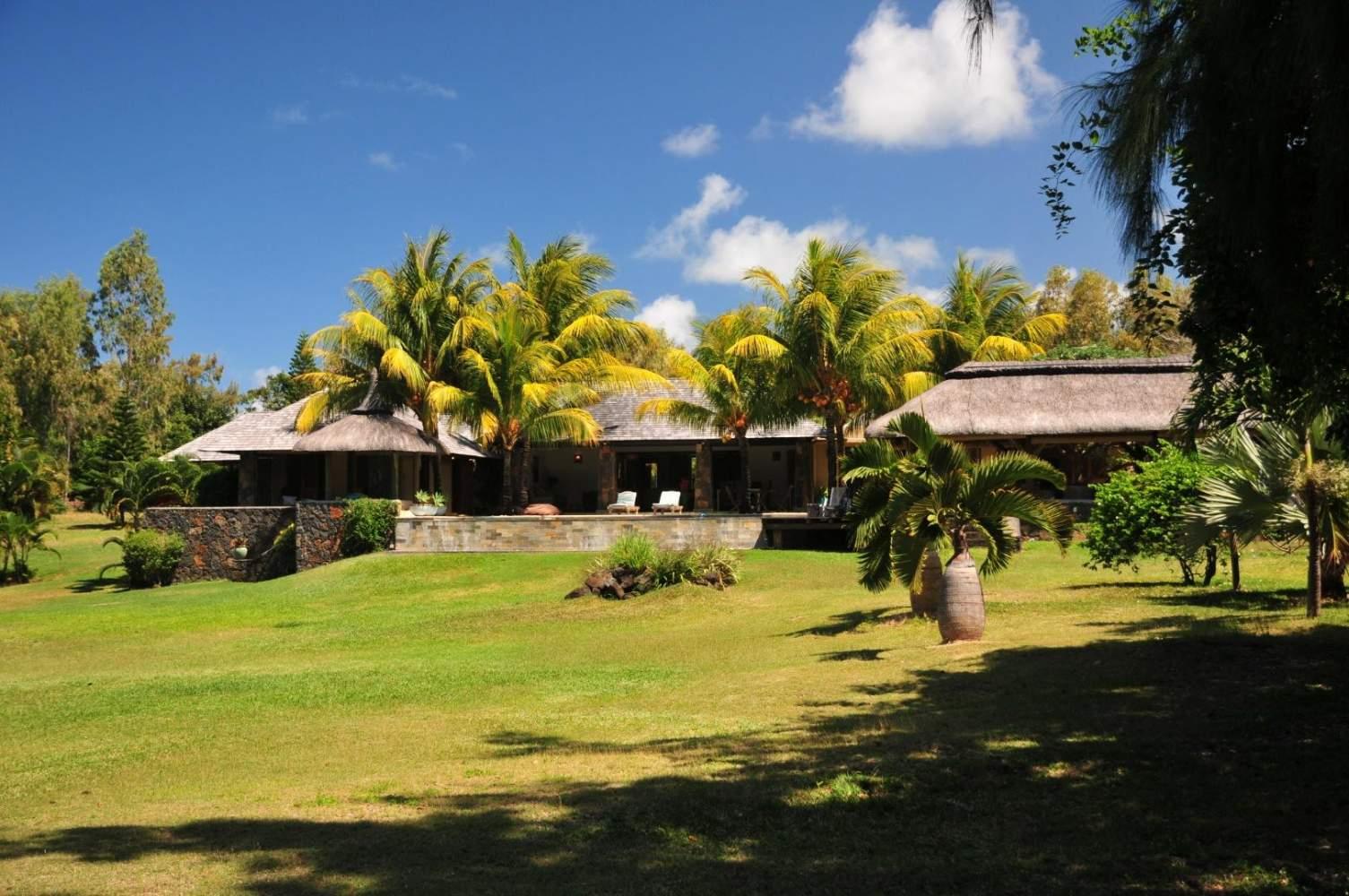 Location Villa Ile Maurice À Trou D'eau Douce Au Bord De Mer ... concernant Location Maison Avec Piscine Portugal