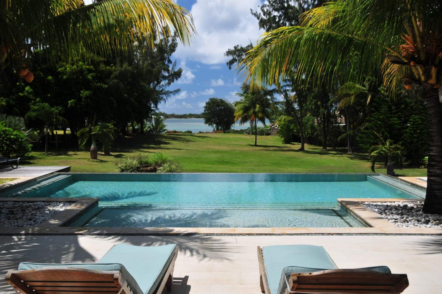 Location Villa Ile Maurice À Trou D'eau Douce Au Bord De Mer ... pour Piscine Eau De Mer