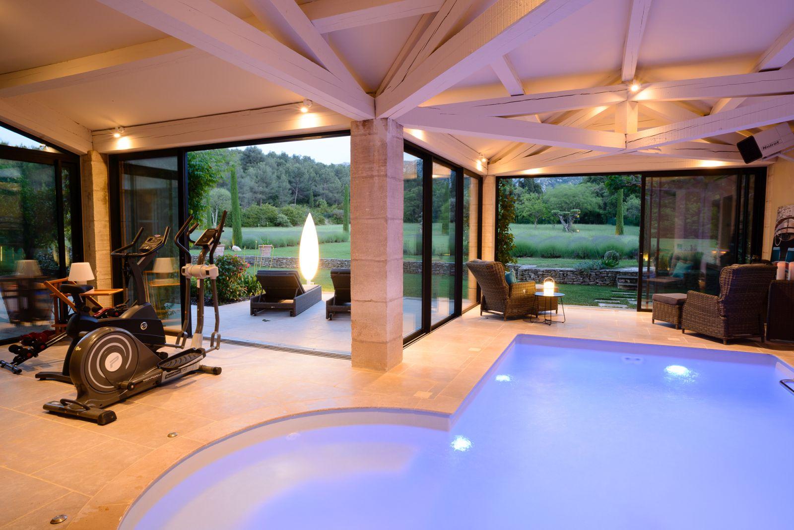Location Villa Luxe Saint Remy De Provence Avec Piscine Privee Chauffee Et  Piscine Interieure dedans Location Avec Piscine Intérieure Chauffée Privée