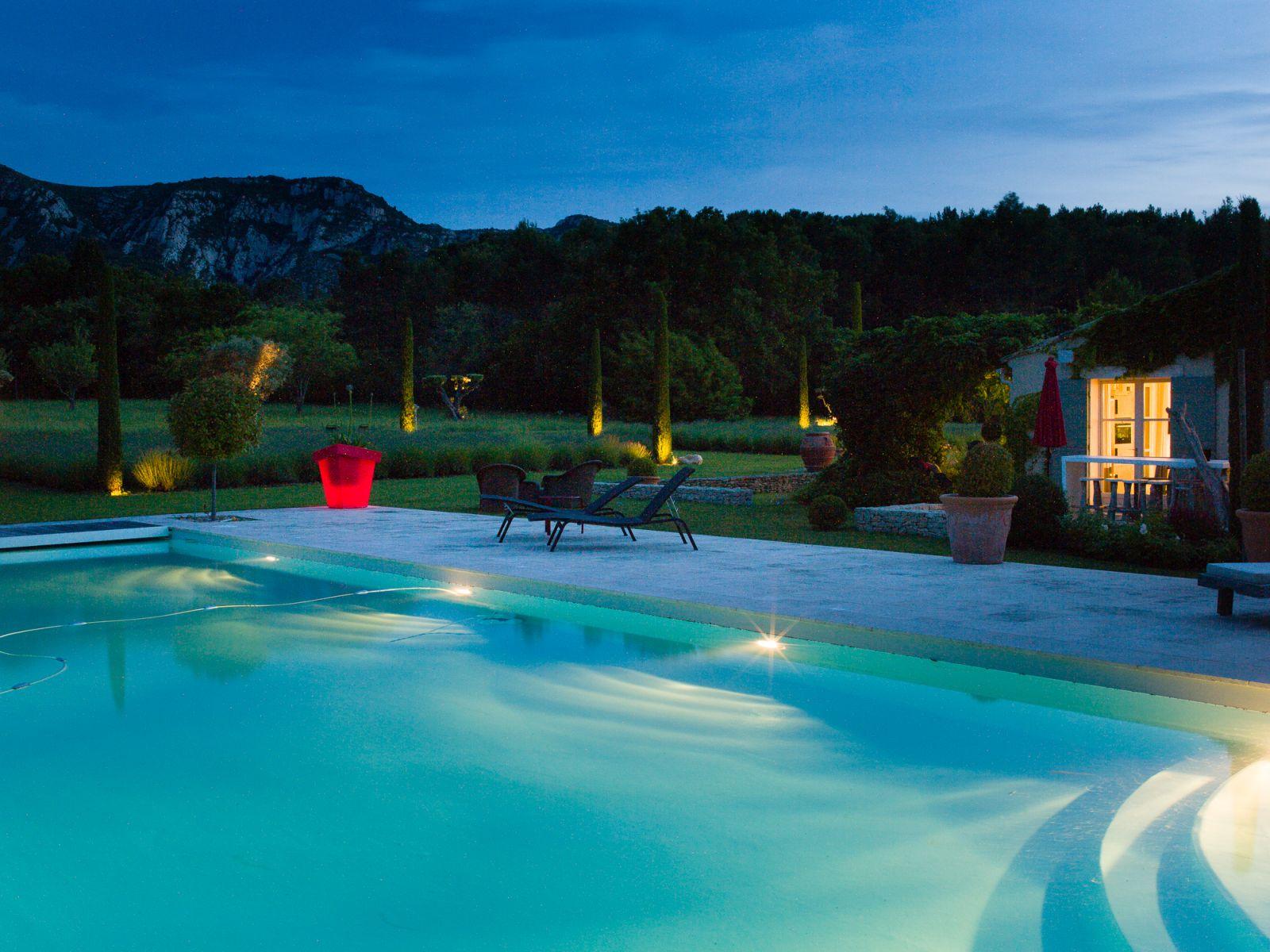 Location Villa Luxe Saint Remy De Provence Avec Piscine Privee Chauffee Et  Piscine Interieure destiné Location Avec Piscine Intérieure Chauffée Privée