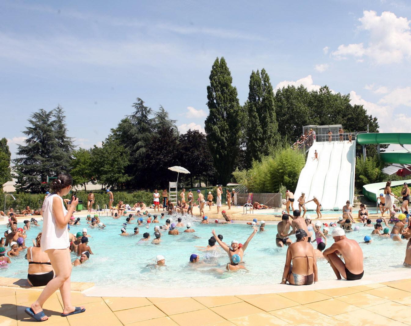 Loire | La Piscine Raymond-Sommet À Saint-Etienne Fermée ... concernant Piscine Plaine Achille