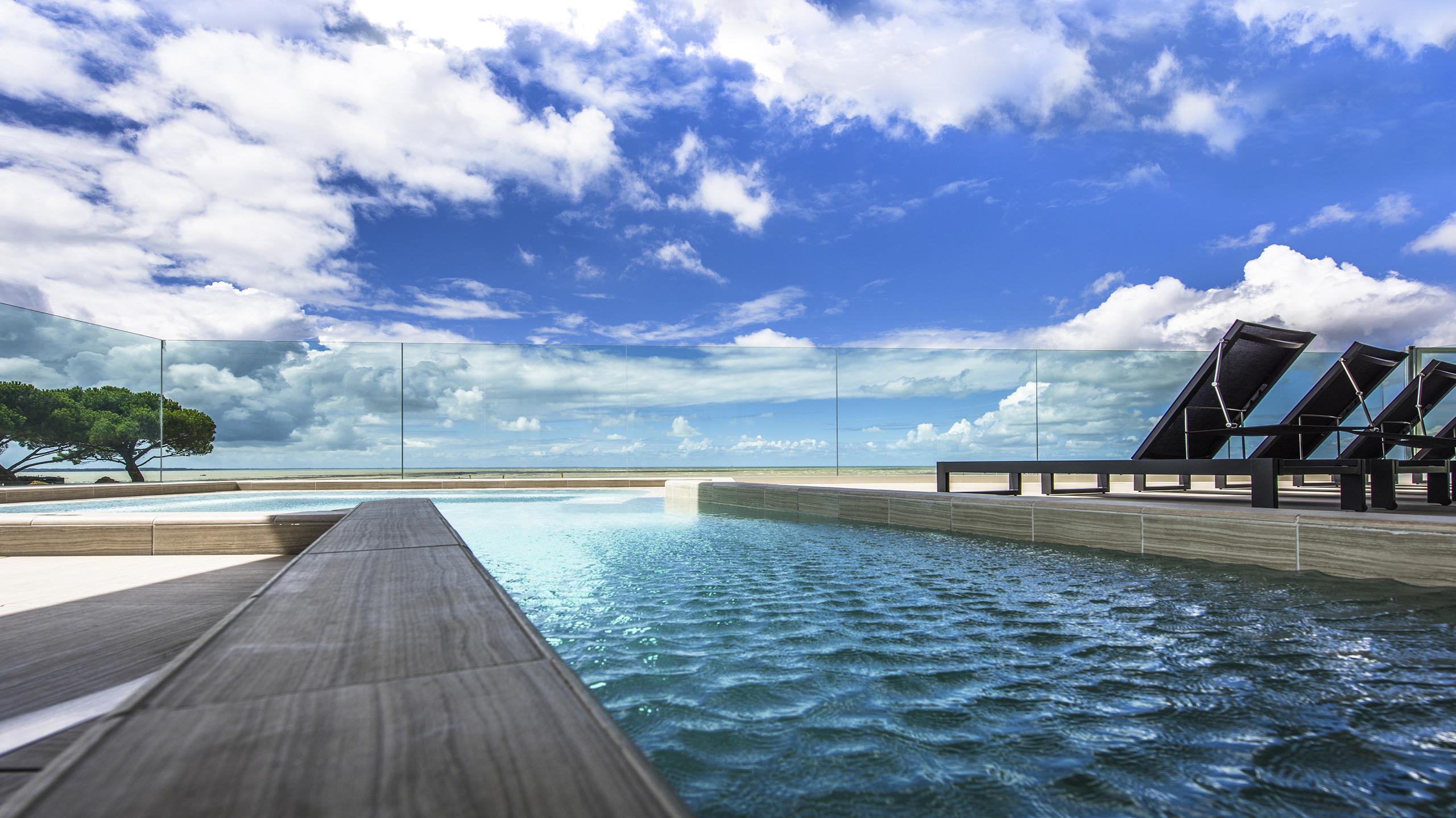 Luxury Hotel Chatelaillon-Plage – La Grand Terrasse ... serapportantà Piscine De La Rochelle