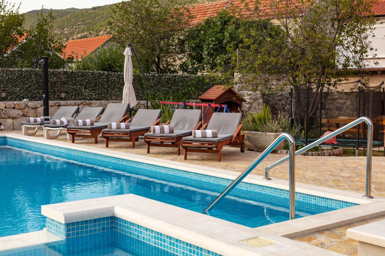 Luxury Villa Poquito (Hırvatistan Zagvozd) - Booking encequiconcerne Piscine Square Du Luxembourg