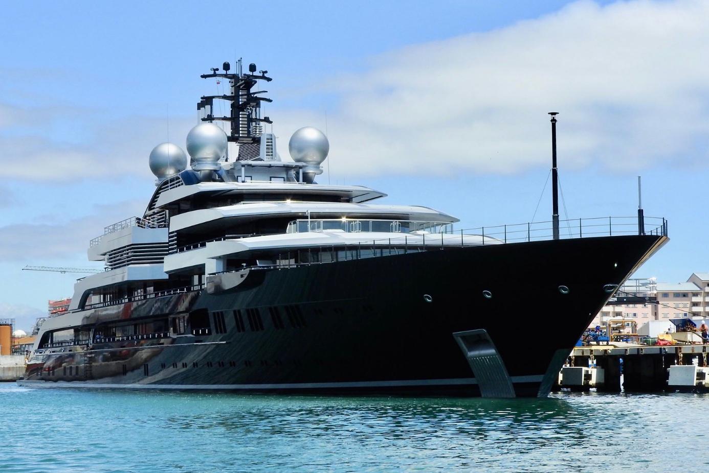 M/y Crescent 135M Super Yacht By Lürssen Yachtssuper Yachts ... avec Piscine Plus Le Cres