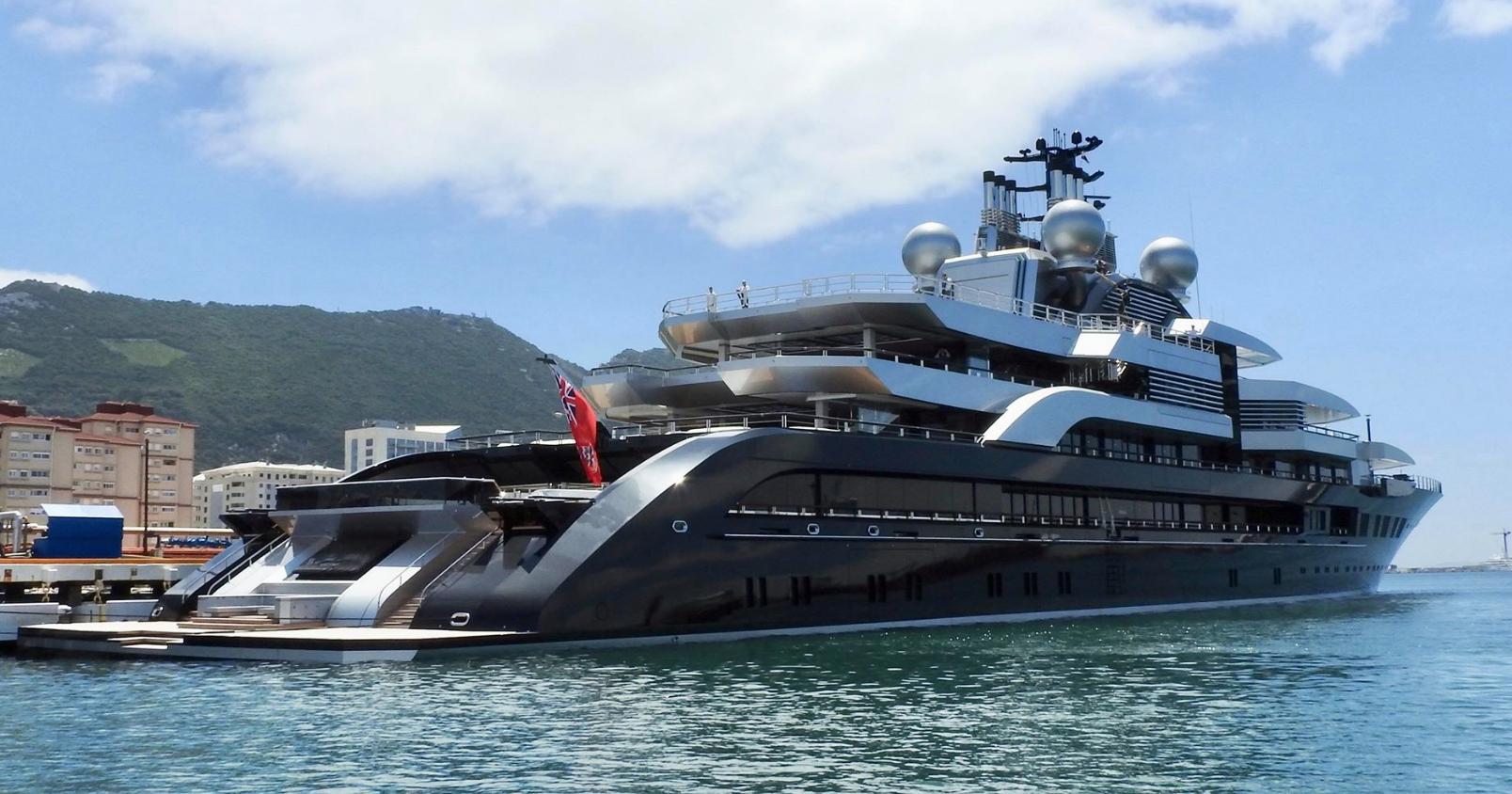 M/y Crescent 135M Super Yacht By Lürssen Yachtssuper Yachts ... destiné Piscine Plus Le Cres