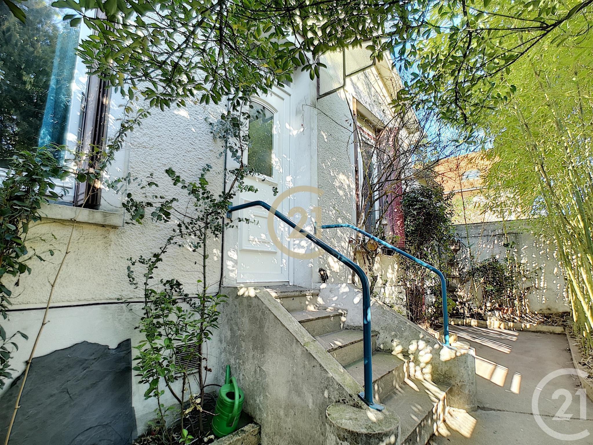 Maison 3 Pièces À Vendre – Montreuil (93100) – Ref. 12690 ... avec Piscine Des Murs À Pêche Montreuil