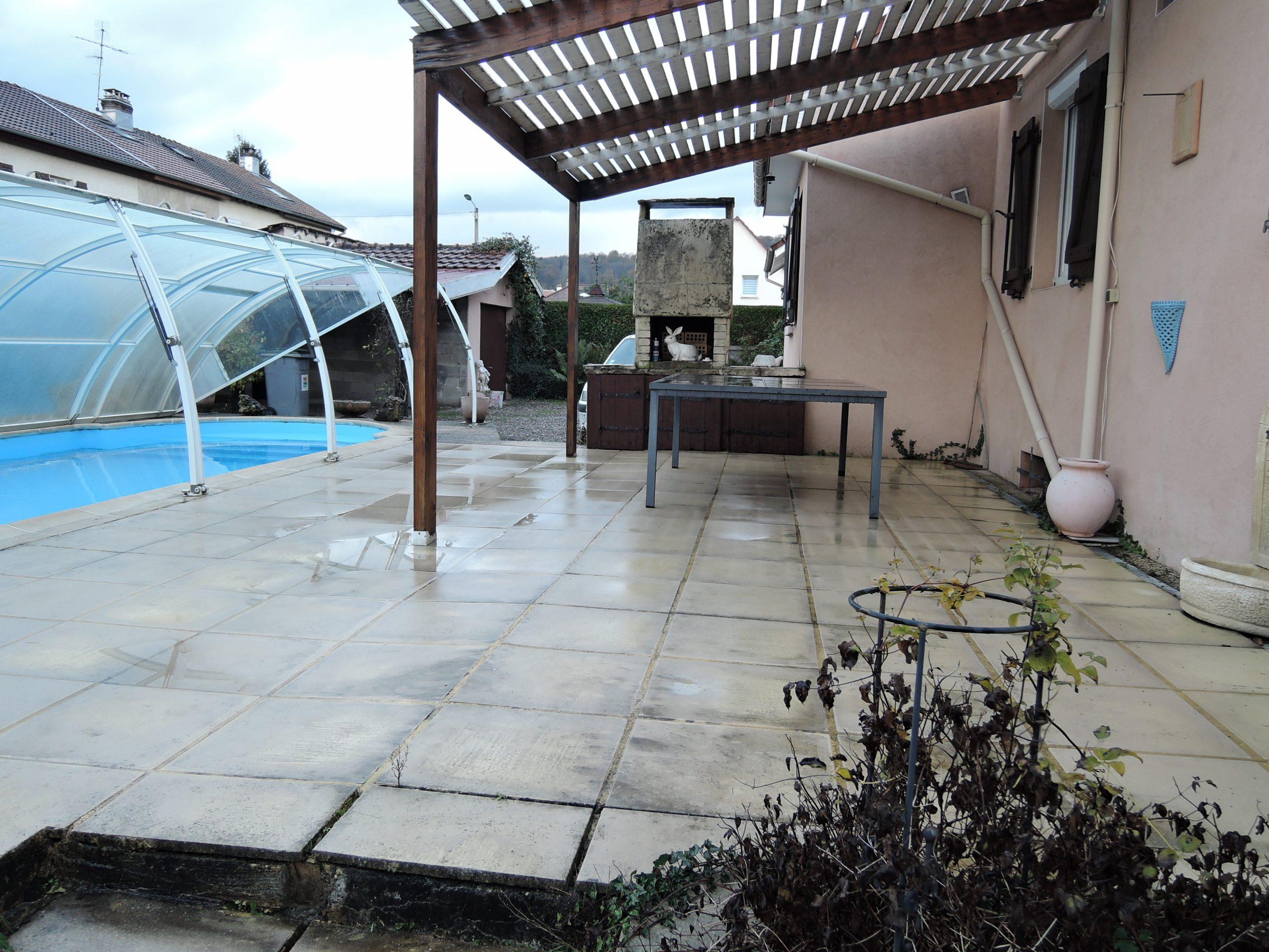 Maison Avec Terrasse, Piscine Creusée, 3 Chambres avec Piscine Valentigney
