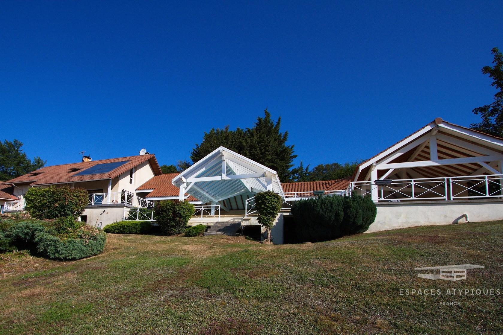 Maison Avec Vue Panoramique Et Piscine, 270 M², La Côte ... intérieur Piscine La Cote Saint André