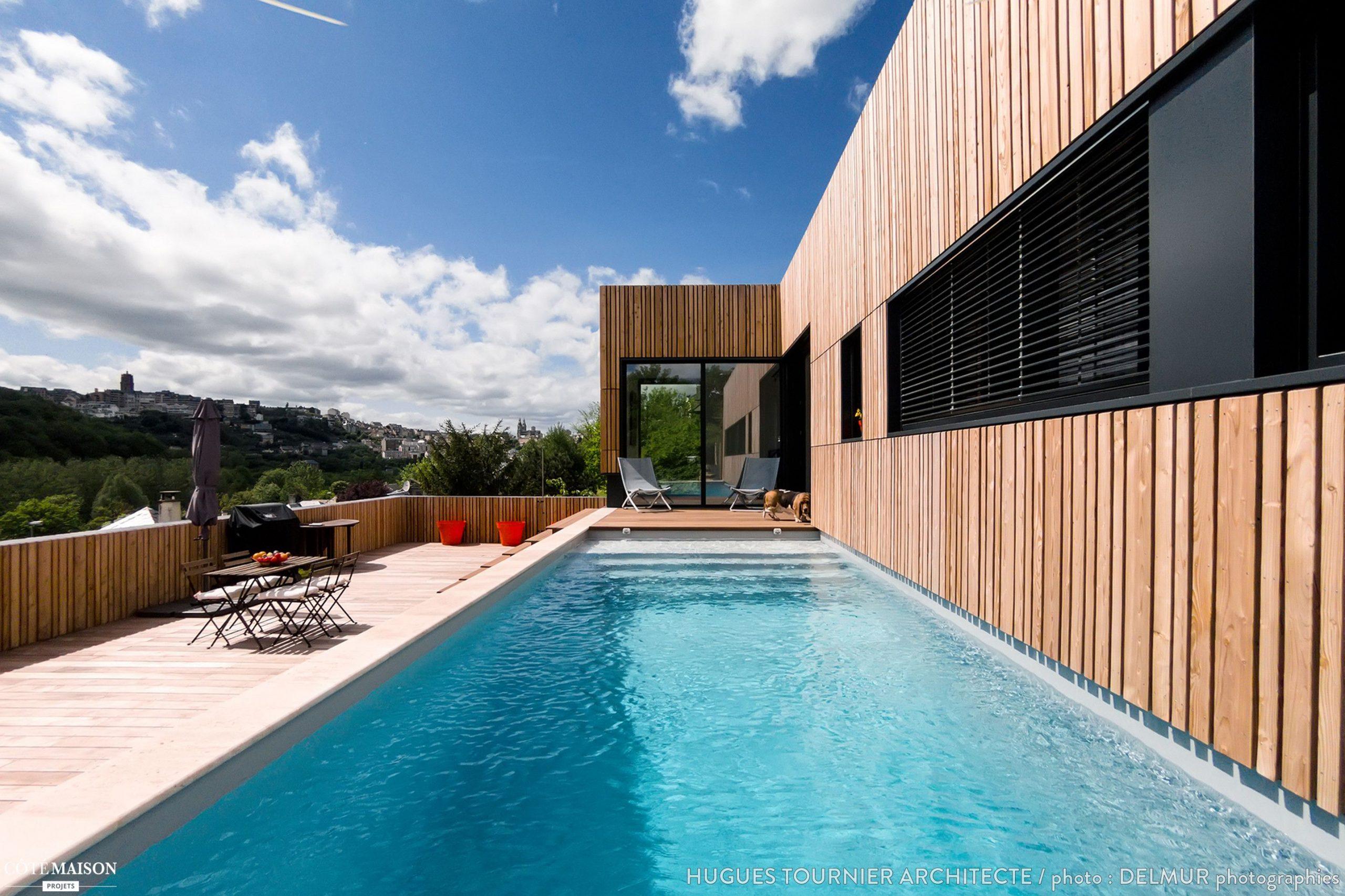 Maison Bois Avec Terrasse Et Bassin De Nage En Béton Banché ... à Piscine Rodez