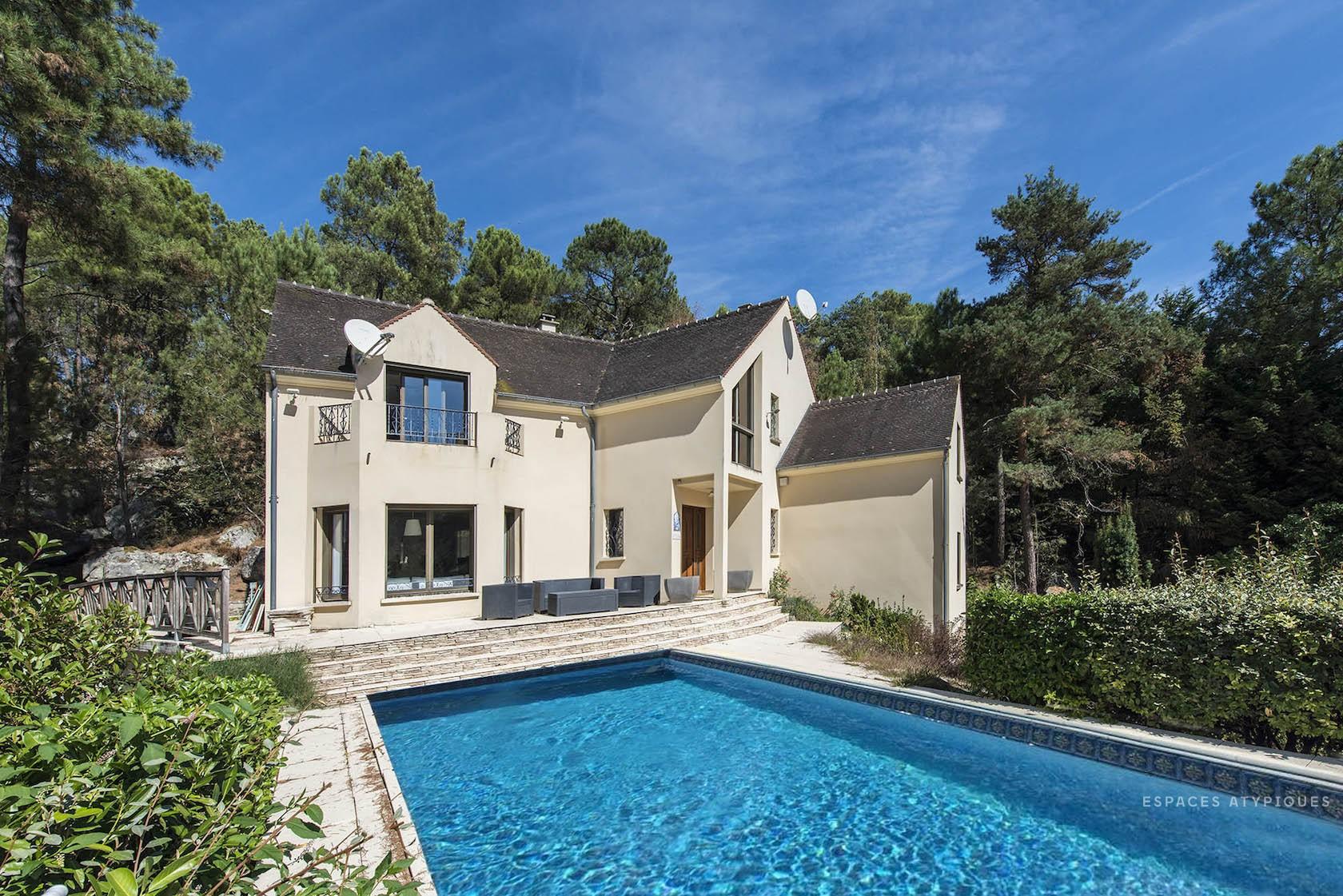 Maison Contemporaine 344M2 Au Coeur De La Forêt Des Trois ... serapportantà Piscine Milly La Foret