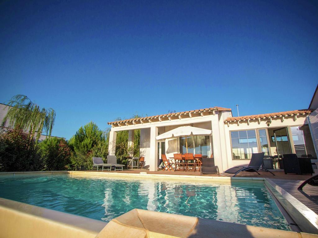 Maison De Vacances Belle Villa Avec Piscine Privée À ... serapportantà Hotel Avec Piscine Privee Par Chambre