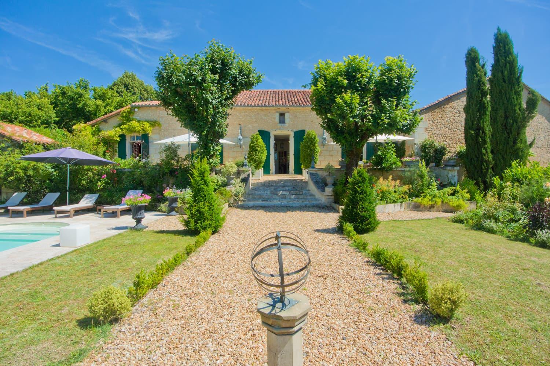 Manoir De Fouilloux tout Location Dordogne Piscine
