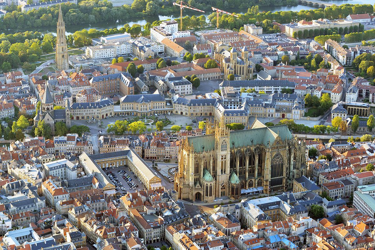Metz — Wikipédia dedans Piscine Du Port Marchand