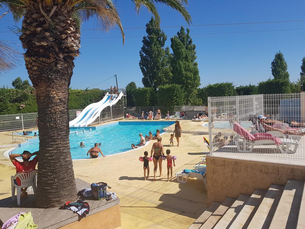 Mobil-Home Pour 6 Pers Avec Terrasse & Piscine - Camping 4 ... serapportantà Camping Grau Du Roi Avec Piscine