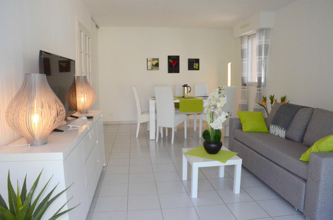 Modern Comfortable Holiday Apartment With Garage In The ... dedans Piscine Campelières