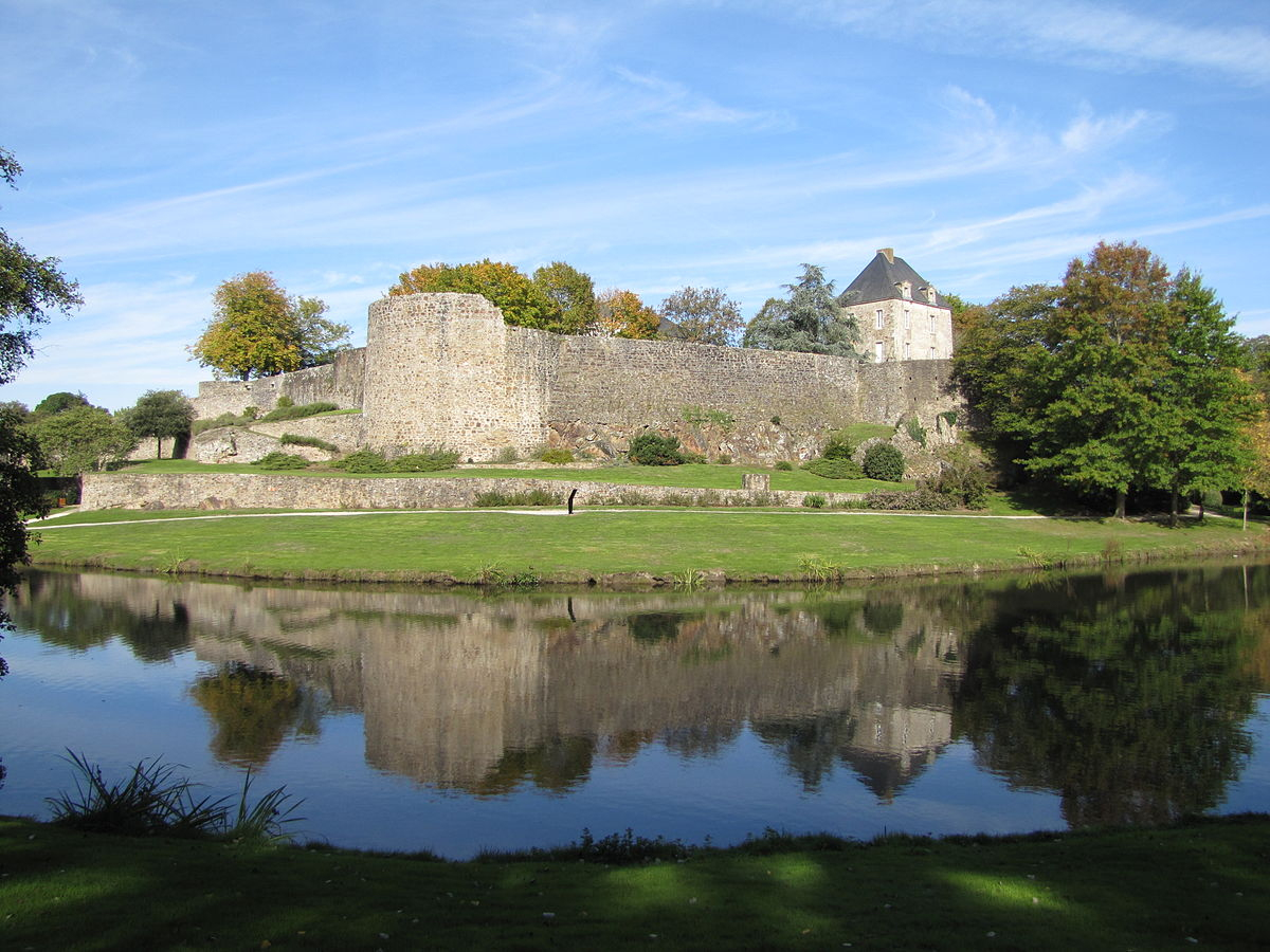 Montaigu (Vendée) — Wikipédia intérieur Piscine Boufféré