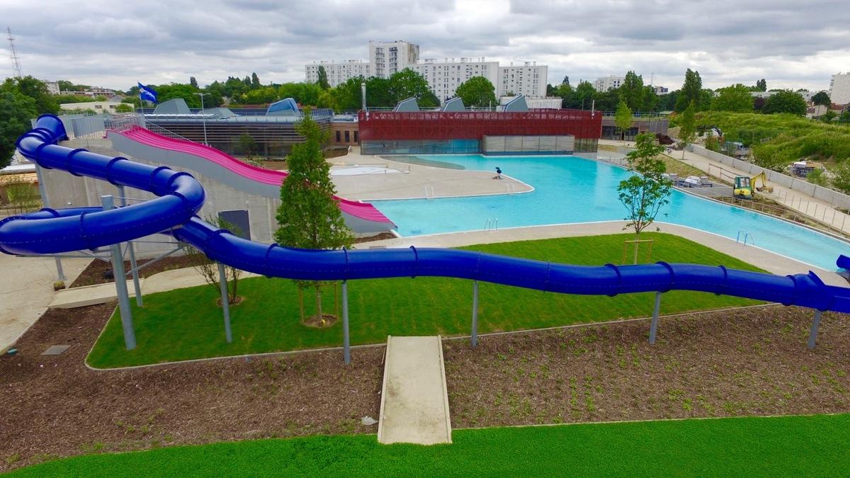 """Murs À Pêches"""" Pool - Construction21 destiné Piscine De Montreuil"""