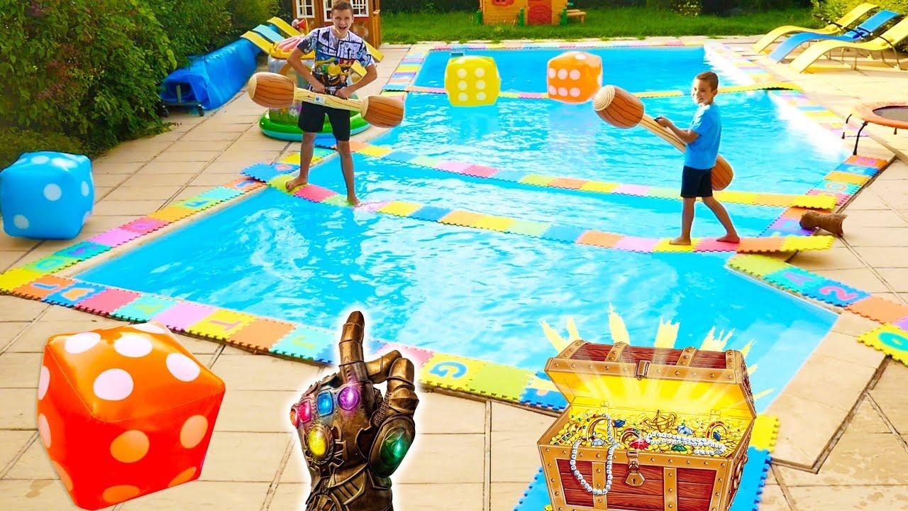 Ne Jamais Sauter Sur La Mauvaise Case !!! Piscine Édition - Giant Board  Game Challenge concernant Swan Et Neo Piscine