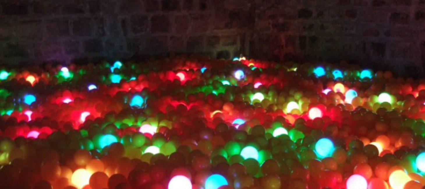 Organisez Une Méga Soirée Dans Une Piscine À Balles Géante ! concernant Piscine A Balle Geante