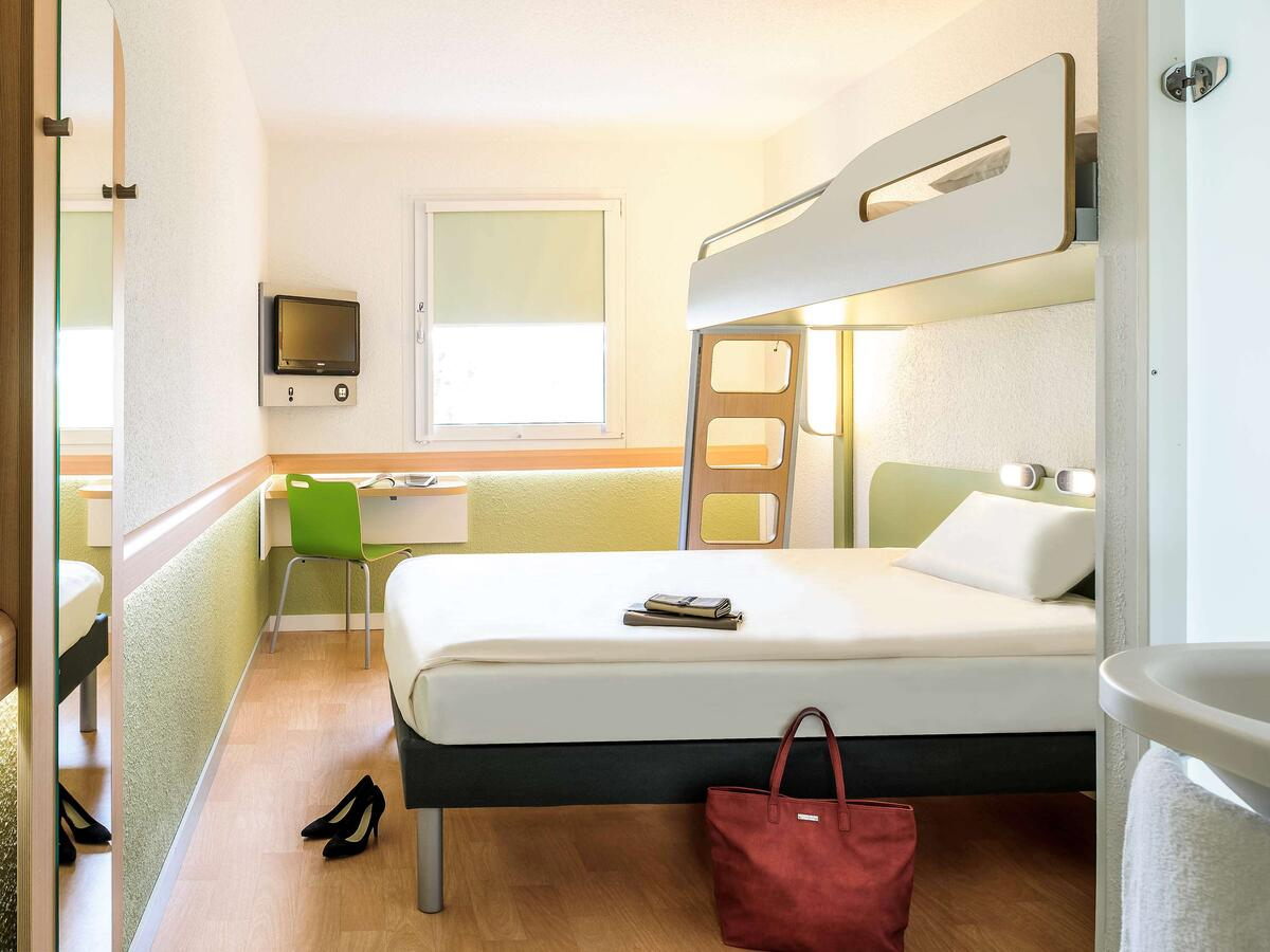Otel Ibis Budget Lille Ronchin (Fransa Ronchin) - Booking serapportantà Piscine Ronchin